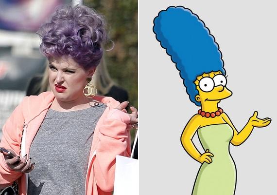 A göndör, színes kontyot sokan hasonlították Marge Simpson hatalmas kék hajkoronájához.