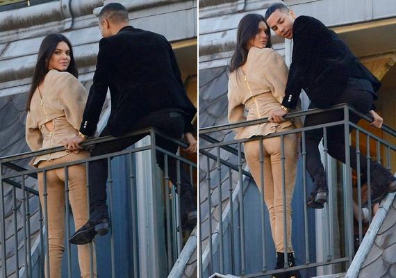 Kendall egy olyan testszínű nadrágot viselt, ami messziről azt az illúziót keltette, hogy deréktól lefelé nincs rajta ruha.