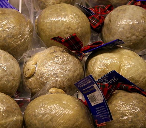 A közkedvelt skót haggis elkészítése során báránybelsőségeket kevernek össze fűszerekkel és zabkásával, majd állati gyomorba töltik.