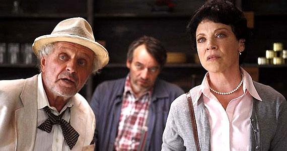 A hazánbban február 17-én bemutatott Visszatérés - Retrace című film főszerepét Kathleen Gati alakítja.