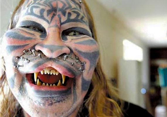 Ez a nő tényleg nagyon szereti a macskákat...