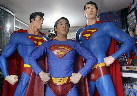 Felismered, melyik a báb, és melyik a Supermanné operált, hús-vér ember?