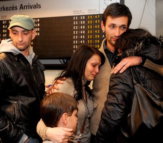Csepi Ádám táncos a Liszt Ferenc Nemzetközi Repülőtéren elmondta, hogy magyar állampolgárként két táncos, három zenész és egy menedzser dolgozott a hajón.