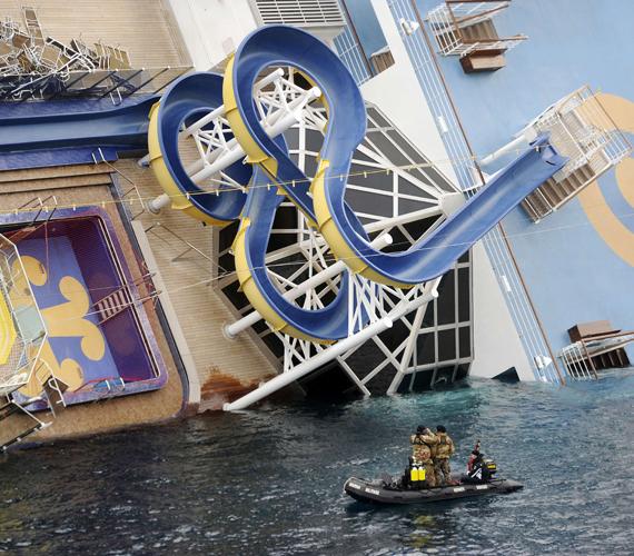 A hat éve épült Costa Concordia 290 méter hosszú, több mint százezer tonna vízkiszorítású, 14 emeletes óceánjáró luxushajó.
