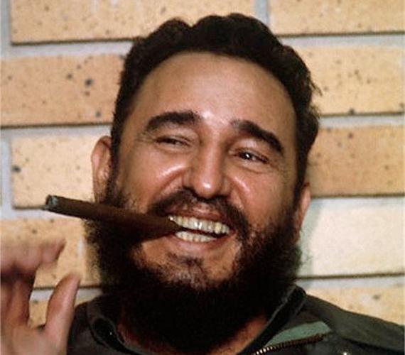 Fidel Castro több mint 40 évig volt vezető. Ez idő alatt egyszer-kétszer mosolygáson kapták.