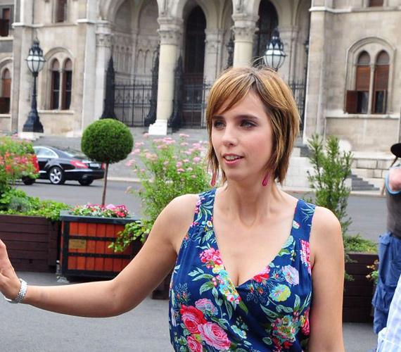 Rogán Antal, a Fidesz V. kerületi polgármestere és felesége, Cecília nem egy klasszikus konzervatív páros, néha a politikai marketing bulváreszközeit is előszeretettel használják. Nemrégiben például a Jóban Rosszban című sorozatban bukkantak fel, ahol önmagukat alakították.