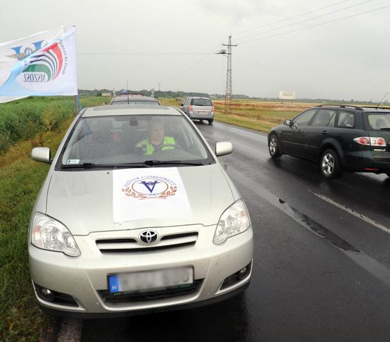 A Szeged és Deszk közötti demonstráció kezdete után röviddel a forgalom folyamatos volt, később azonban kialakulhat torlódás, mivel a tiltakozó akció helyszínétől néhány kilométerre útépítés miatt eleve félpályás útzár van.