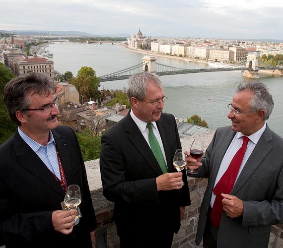Elkezdődött a Budavári Borfesztivál, melyen Fazekas Sándor vidékfejlesztési miniszter is megjelent.