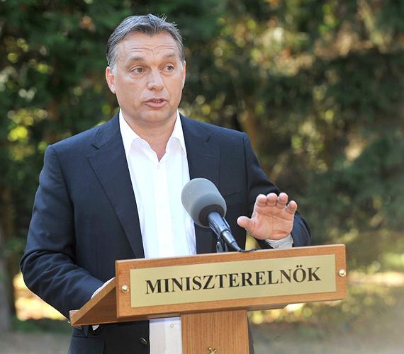 Orbán Viktor kedden bejelentette, októberben és novemberben összesen négy százalékponttal, a GDP 77%-áról 73%-ra csökkenti a kormány az államadósságot.