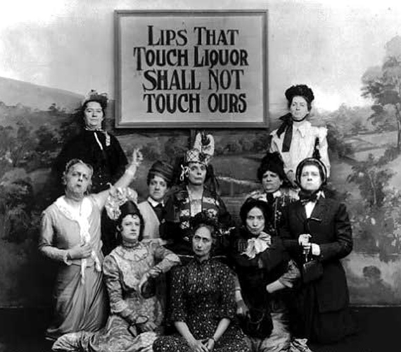 Az Amerikai Kocsmaellenes Liga szlogenje a szigorú tekintetű hölgyek láttán ma kissé furcsán hat: alkoholt érintő ajkak a mi ajkainkat nem érinthetik.
