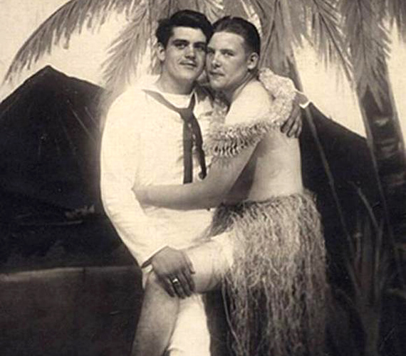 A külhonban állomásozó matróz és a bennszülött lány szerelmének egyedi és különleges feldolgozása.