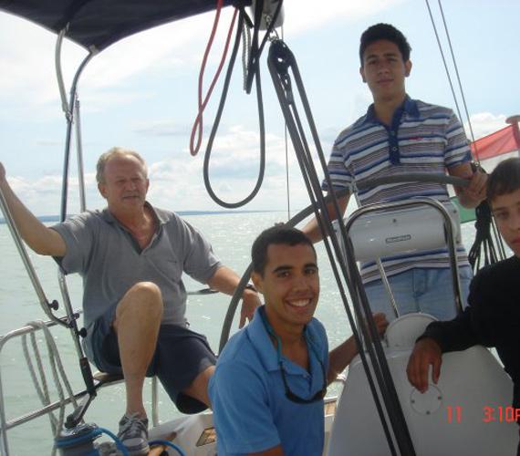 Kuncze Gábor, az SZDSZ egykori elnöke a hajózást részesíti előnyben, szabadidejében ez az egyik kedvenc tevékenysége.
