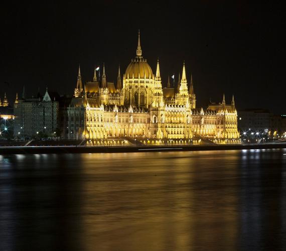 Augusztus 20-án megnézhettük a Parlament új díszkivilágítását is.