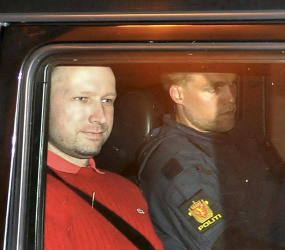 Hatalmas, másfél tonnás bombát találtak a rendőrök a közel 100 halálos áldozatot ejtő norvég tömeggyilkos farmján.