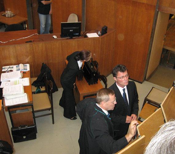 Stohl András a tárgyalóteremben.
