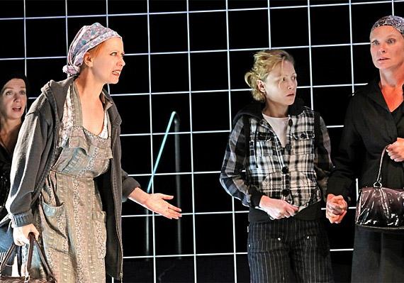 A Mikve című darabot a Vígszínház művészeinek előadásában láthatod június 16-17-én.