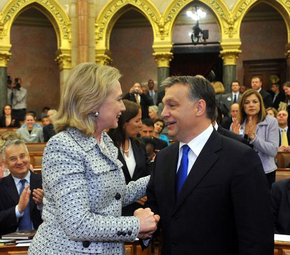 Csütörtökön a Parlamentben tartott megbeszélést Orbán Viktor és Hillary Clinton amerikai külügyminiszter, aki a Tom Lantos Intézet megnyitójára érkezett hazánkba.