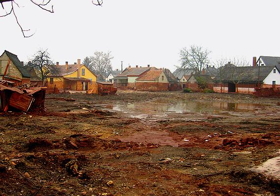 Bár alapvetően az ember okozta, pusztítása miatt a 2010-es vörösiszap-katasztrófa sem maradhatott ki a sorból.
