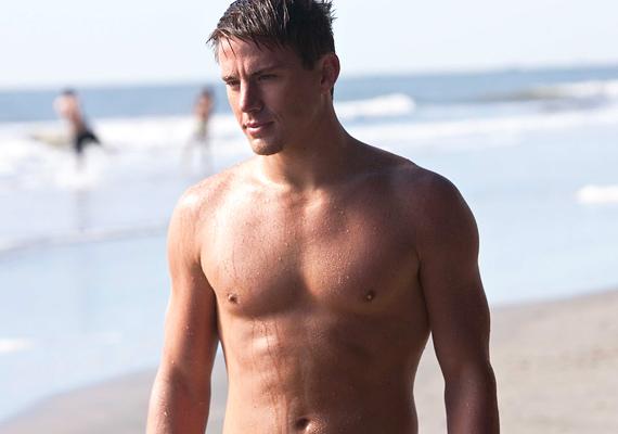 Channing Tatum a Kedves John! forgatásán szabadult meg a ruhájától. Irigyeljük is érte filmbéli partnerét, Amanda Seyfriedet!