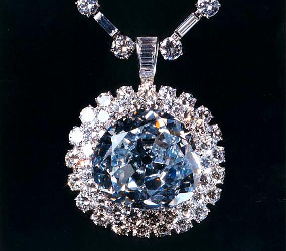 Mielőtt ellopták, az Idol's eye nevű gyémánt egy szobor szemeként funkcionált. Az indiai ékszert Nagy-Britanniában adták el.
