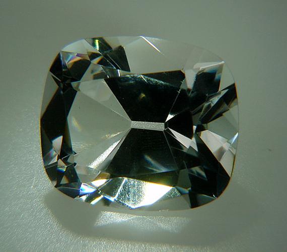 A Regent a világ egyik legszebb gyémántja, mely többek között XV. Lajos koronáját is díszítette. 1698-ban fedezték fel.