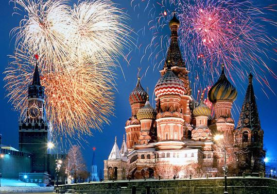 Moszkvában a sok hófödte, színes tető és a pompás tűzijáték együttesen olyan hatást kelt, mintha egy Disney-filmbe csöppentél volna. Persze, a buli itt is fergeteges.