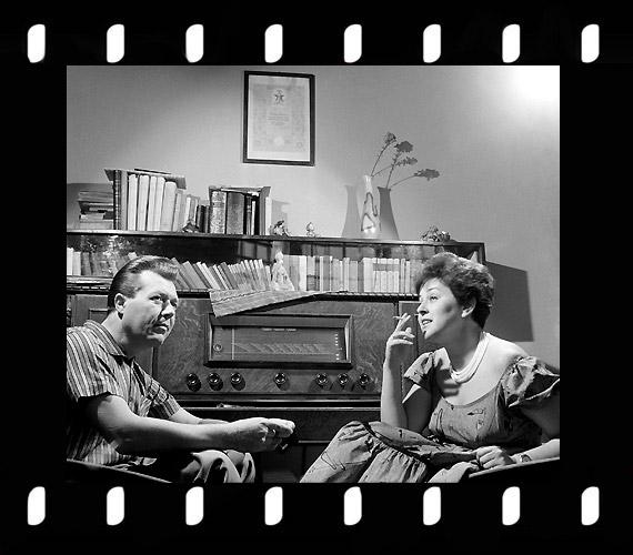Vámosi János és Záray Márta táncdalénekesek otthonukban, 1962.