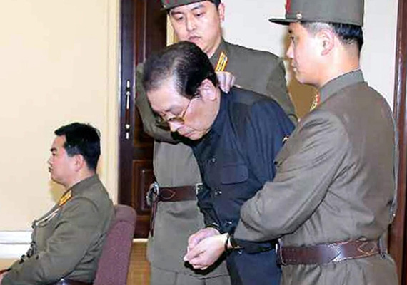 Kim Dzsongun néhány héttel ezelőtt brutálisan kivégeztette nagybátyját, az ország második vezetőjét, Dzsang Szongteket.