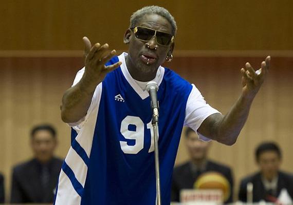 Az amerikai kosaras, Dennis Rodman elénekelte a Happy Birthdayt az észak-koreai diktátor születésnapján.