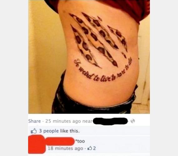Kínos, amikor megosztod a fájdalmas tetoválásodról készült fotót, és egy kommentelő ébreszt rá, hogy két szót is elírtak rajta.