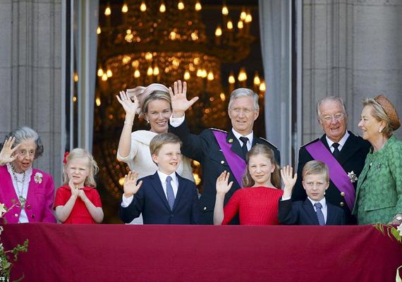 Belgiumban 1831 óta létezik királyság, ahol a belga király az ország egységét és függetlenségét testesíti meg. A 79 éves II. Albert július 22-én hivtalosan is lemondott a trónról fia, Fülöp herceg javára, aki ezen a napon letette a királyi esküt a parlament előtt.