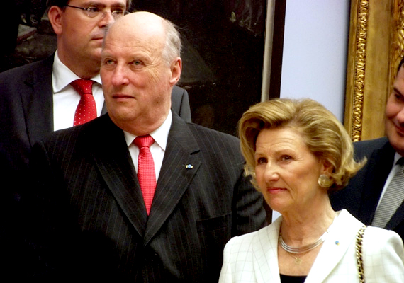 Norvégiában a királyság intézménye 872 óta folyamatos. 1991. január 17. óta V. Harald a király, akit egyetlen fia, Haahon herceg követ majd a trónon. A király Norvégiában főleg ceremóniákon vesz részt.