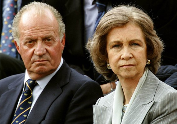 Spanyolország 1978 óta alkotmányos monarchia. A király vétójoggal rendelkezik a parlamentben, és jogilag ő hagyja jóvá a törvényeket. Ezen kívül a parlament berekesztése is a hatáskörébe tartozik. 1975 óta I. János Károly az uralkodó.