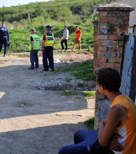 """Romák  A szélsőségesek hetekig zaklathatták gond nélkül a romákat Gyöngyöspatán. De ez csak a jéghegy csúcsa, a cigányellenesség Magyarországon olyannyira magas, hogy a """"cigánybűnözéssel"""" kampányoló Jobbik rövid idő alatt 1 millió fős tábort tudott összegrundolni magának.  Kapcsolódó cikk: Gyöngyöspata: amiről senki nem beszél »"""