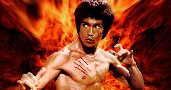 Bruce Lee A sárkány közbelép premierje előtt, 1973. július 20-án váratlanul halt meg, a boncolás szerint allergiás volt a korábban bevett fájdalomcsillapító egyik összetevőjére.