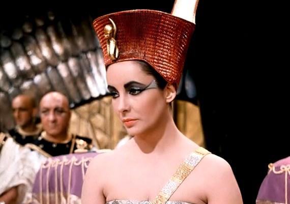 A történelmi témájú filmekben viszont mindig olyan csodaszép színésznők alakították őt, mint például Elizabeth Taylor vagy Monica Bellucci.