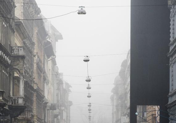 A Csengery utca. Hihetetlen, hogy a köd milyen varázslatos környezetet teremt az egyszerű lámpáknak.