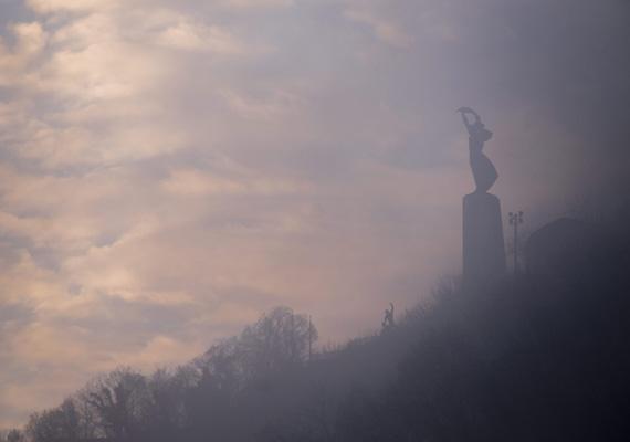 Gyönyörű ez a kép is a Gellért-hegyi Szabadság-szoborról.