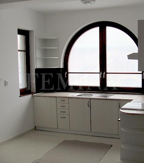 Konyha                         Új lakáshoz új konyha. Várhatóan júniusban lesz kész az összes ház.
