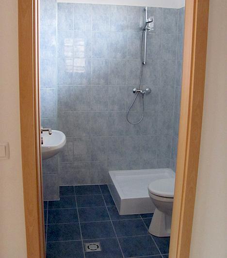 ZuhanyzóÍgy néz ki a zuhanyzó a kolontári mintaházban.