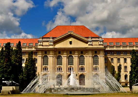 A száz éve született Weöres Sándor életműve áll a zenével és tánccal tarkított XI. Debreceni Költészeti Fesztivál három napos, szerdától péntekig tartó programsorozatának középpontjában.Kriszta kedvenc verse»