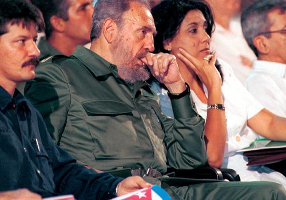 Kubában a teljhatalmat Fidel Castro, Raúl Castro és Ernesto Guevera de la Serna vették át, akik hatalomra kerülésük előtt demokratikus választásokat ígértek. Che Guevara vezetése alatt jött létre a kubai gulág, a kényszermunkatáborok rendszere mindazok részére, akik ellenállnak a rendszernek. Ezek a mai napig működnek. 2006-ban Fidel Castro ideiglenesen átadta a hatalmat öccsének, Raúl Castrónak, 2008-ban pedig hivatalosan is lemondott elnöki, kormányfői és hadvezéri posztjáról, de a pártfőtitkári posztot megtartotta.