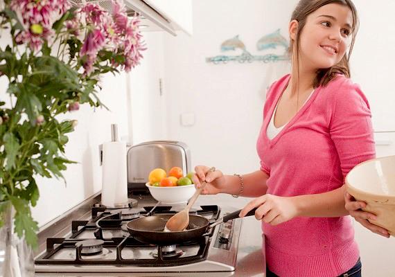 Ha saját magadnak, vagy akár a családnak is főzöl, nem csak arra tudsz figyelni, hogy egészséges legyen az ételed, hanem a folyamat során talpon vagy, és mozogsz is.