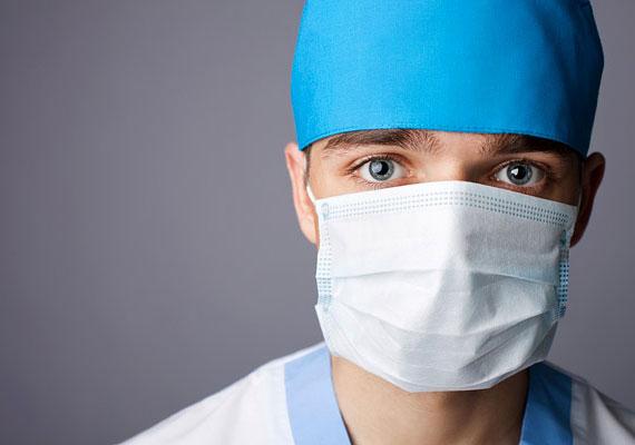 A magyar ápolók napja alkalmából Zombor Gábor államtitkár bejelentette, 2016-ban tovább emelik az egészségügyben dolgozók bérét. Ennek keretében az orvosok 100-110 ezer forinttal kapnak többet, az ápolók pedig 20-24 ezer forinttal, mint 2011 előtt. A nol.hu szerint az egészségügyi dolgozók bérének több mint harmada jön össze a többletmunkáért járó pótlékokból, ezt pedig a kormány az alapbérbe építeni. Így elvben az alapmunkáért járna annyi fizetés, mint most túlórákkal, pluszmunkákkal együtt.