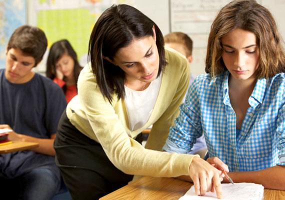 A kormány döntése alapján a közalkalmazottak, így például a tanárok, rendőrök vagy kórházi dolgozók bérkompenzációban részesülnek 2015-ben is.