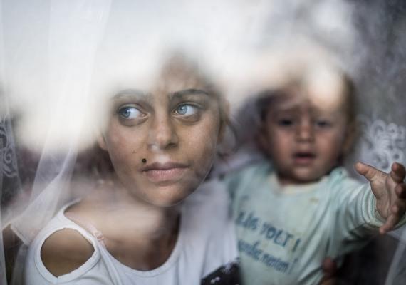 A miskolci romák útja Svájcba című fotó a társadalomábrázolás kategória legjobbja lett.