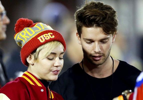 Miley és Patrick ismerőse szerint a közös tetoválás a fiú ötlete volt, és bár még nem csináltatták meg, a közeljövőben sor kerül majd rá.