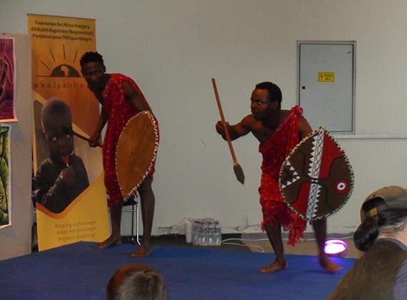 A multikulti dress code keretein belül megismerhettük az afrikai öltözködést, különböző szituációkba és történetekbe ágyazva.