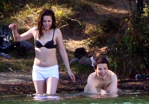 Kristen a 49 éves Juliette Binoche-sal forgatta új filmjük közös, tavas jelenetét.