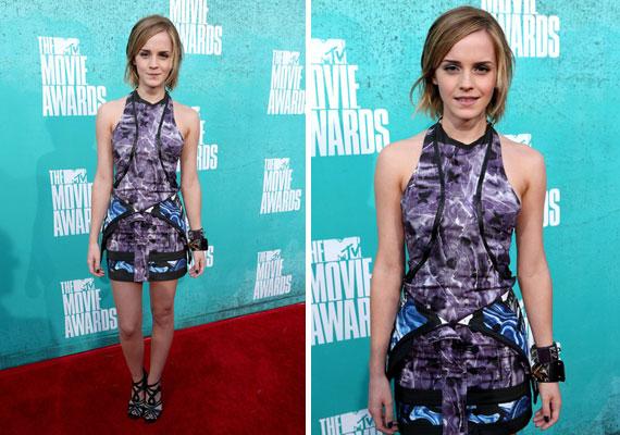 Emma Watson kicsit keletiesre vette a figurát a Brood ruhájával, és hatalmas karkötőket választott kiegészítőnek.